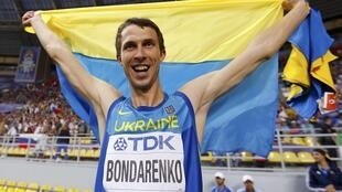 Bohdan Bondarenko of Ukraine celebrates winning the gold medal in the men's high jump final during the IAAF World Athletics Championships at the Luzhniki stadium in Moscow, 15 August 2013