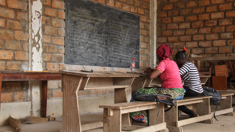 Plus de la moitié des jeunes en âge d'aller à l'école est aujourd'hui déscolarisée.