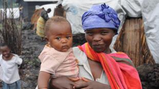 Une mère et son enfant.