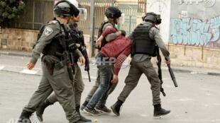 圣诞节前一名巴勒斯坦示威者被以军带走2017年12月22日伯利恒