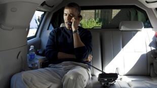 Tổng thống Barack Obama nói chuyện điện thoại chia buồn với tổng thống Afghanistan Hamid Karzaï hôm 11/03/2012.