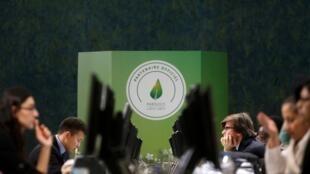 participantes da Conferência da ONU sobre o Clima, em Le Bourget.
