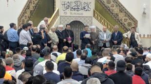 人們悼念清真寺屠殺案中的罹難者,2019年3月15日。