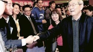 朱镕基回母校清华大学访问引起网民热议