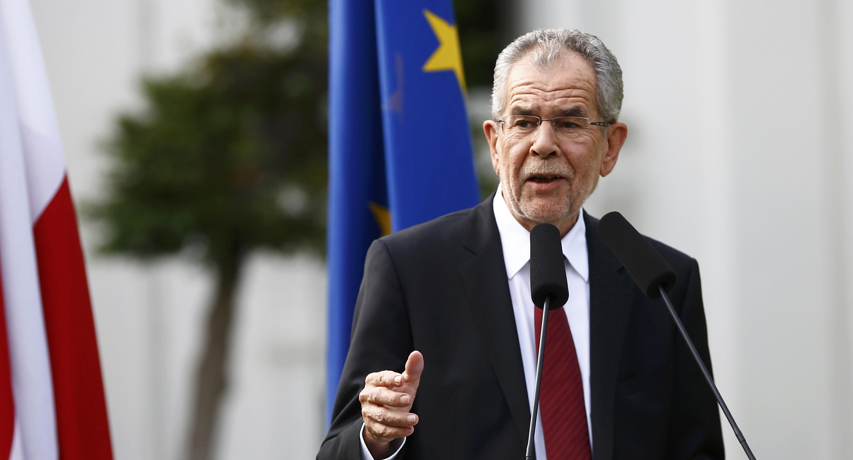 Alexander Van der Bellen, agradecendo ao povo austríaco que o elegeu Presidente na Áustria nas eleições de 22 de maio.