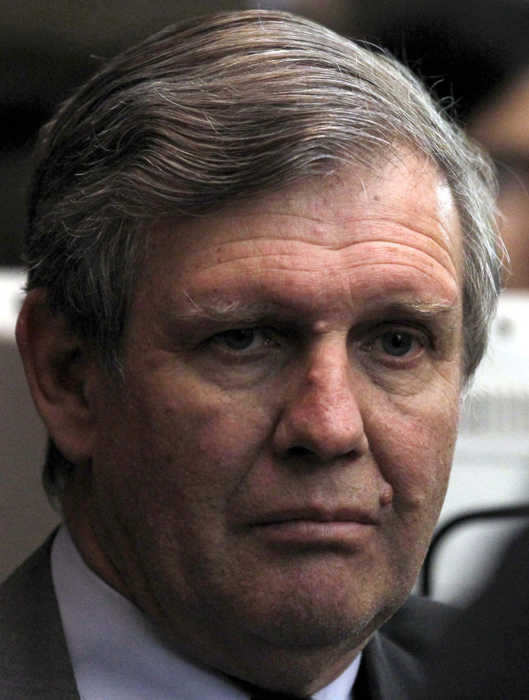 """Alfredo Astiz, também conhecido como o """"Anjo Loiro"""", durante seu julgamento, em Buenos Aires."""