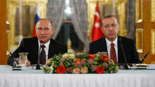 Президент России Владимир Путин и президент Турции Реджеп Тайип Эрдоган на совместной пресс-конференции в Стамбуле. 10 октября 2016