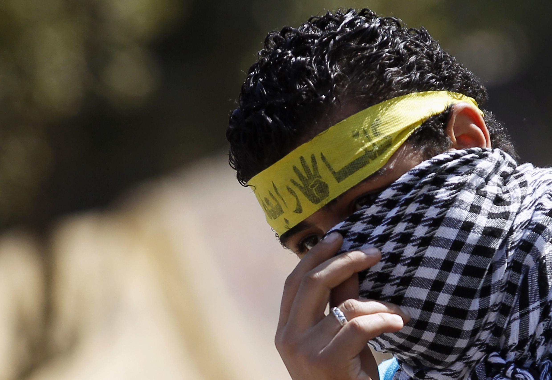 Un partisan des Frères musulmans, le 27 décembre 2013 au Caire.