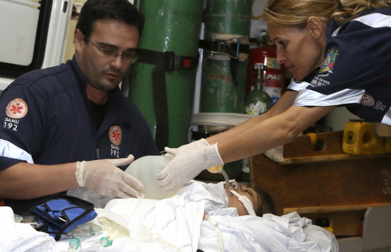 Ferida sendo transferida do hospital de Santa Maria para Porto Alegre.