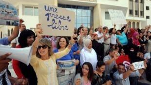 Manifestation des journalistes du quotidien tunisien «Assabah» à Tunis, le 11 septembre 2012.