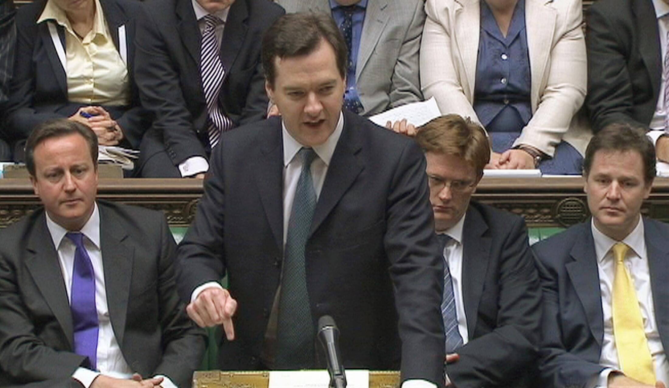 O ministro das Finanças britânico, George Osborne anunciou hoje cortes drásticos no orçamento para tentar diminuir o rombo nas contas públicas.