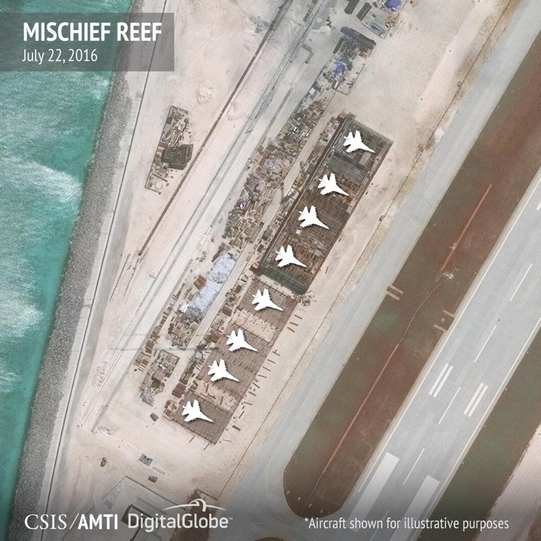 Nhà chứa máy bay được Trung Quốc xây trên đá Vành Khăn (Mischief Reef) trong quần đảo Trường Sa. Ảnh chụp ngày 22/07/2016.