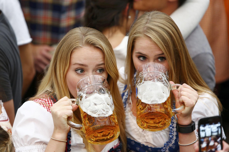 Гости 183-го фестиваля пива Октоберфест, Мюнхен, 17 сентября 2016 г.