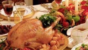 丰盛的圣诞大餐少不了烤火鸡。