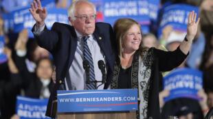 Democratic Senator Bernie Sanders with his wife Jane in Santa Monica, California, 7 June 2016.