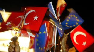 Depuis 20 ans, la Turquie est officiellement candidate à l'adhésion à l'UE. Mais, les relations sont désormais très tendues entre Bruxelles et Ankara. Décembre 2014 .