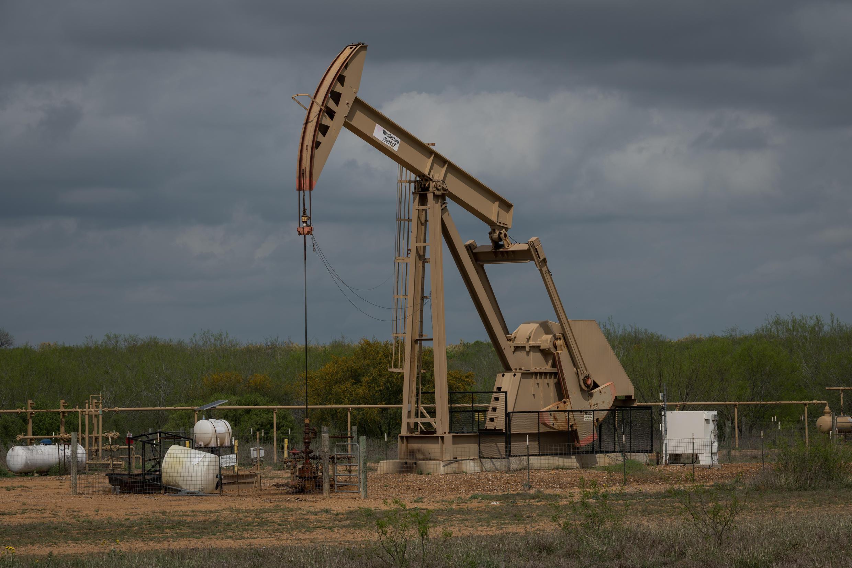 Un pozo petrolero en Cotulla, Texas, el 12 de marzo de 2019