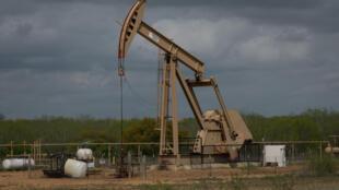 Нефтяная вышка в Техасе, США.