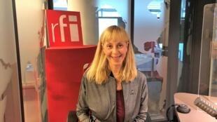 La romancière française Lola Lafon en studio à RFI (septembre 2020).