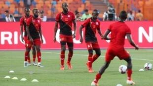 Les Ougandais à l'échauffement avant leur match face au Zimbabwe, le 26 juin 2019.