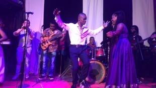 A Madagascar le chanteur, musicien et compositeur Jaojoby a fêté -dimanche 11 octobre- ses 50 ans de carrière dans son cabaret, le Jao's Pub, à Antananarivo.