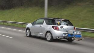 Les tests sur route effectués par PSA montrent que les véhicules consomment en moyenne 1,8 litre de carburant de plus que lors de mesures en laboratoire.