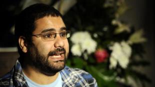 Alaa Abdel Fattah est devenu une figure de la révolte populaire de 2011( ici lors d'une interview le 26 décembre 2011).