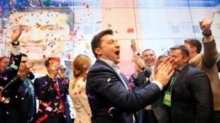 Le candidat Volodymyr Zelenskiy dans la foulée de l'annonce de sa victoire à la présidentielle, le 21 avril 2019 à Kiev.