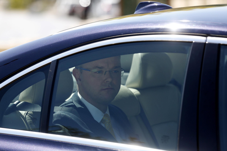 L'ambassadeur de Suède en Israël, Carl Magnus Wagner, arrive à sa convocation au ministère des Affaires étrangères israélien, à Jérusalem, le 6 octobre.