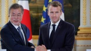 Shugaban Faransa Emmanuel Macron tareda Shugaban Koriya ta Kudu Moon Jae In a Faransa