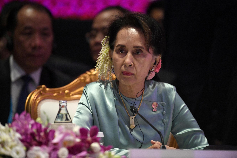 Lãnh đạo Aung San Suu Kyi ngày 08/12 lên đường sàng Hà Lan, ra trước tòa CIJ, bào chữa cho đất nước về cáo buộc diệt chủng người Hồi Giáo Rohingya.