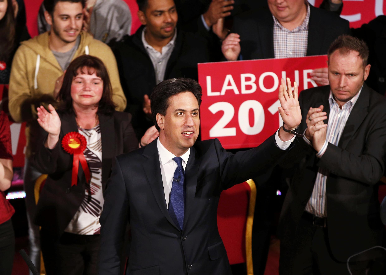 Ed Miliband, líder del Partido Laborista, durante su campaña en Colne, al norte de Inglaterra, 6 de mayo de 2015.