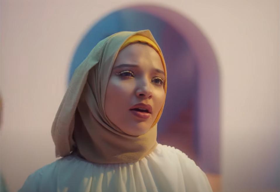 La chanteuse Meryem Aboulouafa, dans son clip Deeply.