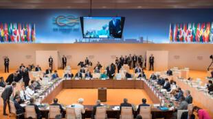 """""""Na verdade, o G20 de Hamburgo serviu mais para os encontros e acordos bilaterais entre os dirigentes dos Estados Unidos, Rússia, China, Japão e Europa do que para criar um consenso multilateral sobre o que fazer com o mundo."""""""