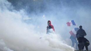 Gases lacrimógenos al término de la manifestación, el 27 de mayo de 2013.