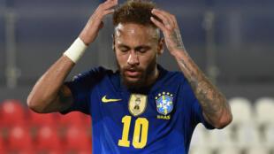 L'attaquant brésilien Neymar, face au Paraguay, lors des qualifications de la zone sud-américaine pour la Coupe du monde 2022 au Qatar, le 8 juin 2021 à Asuncion