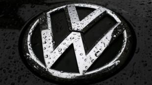 Le constructeur automobile allemand Volkswagen est accusé d'avoir triché pour obtenir de bons résultats aux tests anti-pollution aux Etats-Unis.