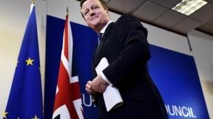 Le Premier ministre britannique David Cameron alors qu'il quitte le sommet européen à Bruxelles, le 19 février 2016.