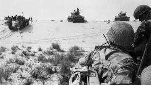 Sojin kasar Isra'ila a hamadar yankin Sinai a ranar 5 ga watan Yuni, shekarar 1967.