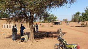 Les populations rurales se sont organisées en comités d'auto défense, appelées, «kolg weogo » (ici: village de Guitti, dans le département de Séguénéga), au Burkina Faso.
