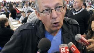 Le secrétaire national du PCF, Pierre Laurent à Malo-les-Bains, près de Dunkerque, le 26 août 2010.