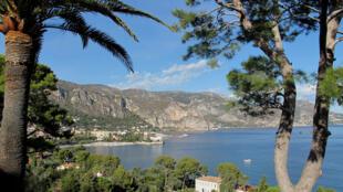 Imagem do balneário de Cap Ferrat, na Cote D'Azur, na França.