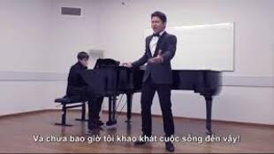 Ảnh chụp màn hình Youtube: Thí sinh Ninh Đức Hoàng Long.(DR)