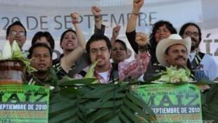 """Manifestantes de la campaña """"Sin maíz no hay país"""". México 2015."""