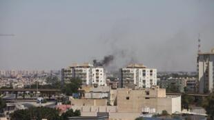 Les combats se sont poursuivis tout le week-end - ici à Tripoli, le 20 juillet 2014 -, sans pour autant interrompre le processus électoral.