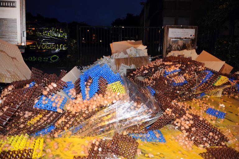 Манифестация производителей яиц в Каре - Финистер, Бретань, вечер 07/08/2013