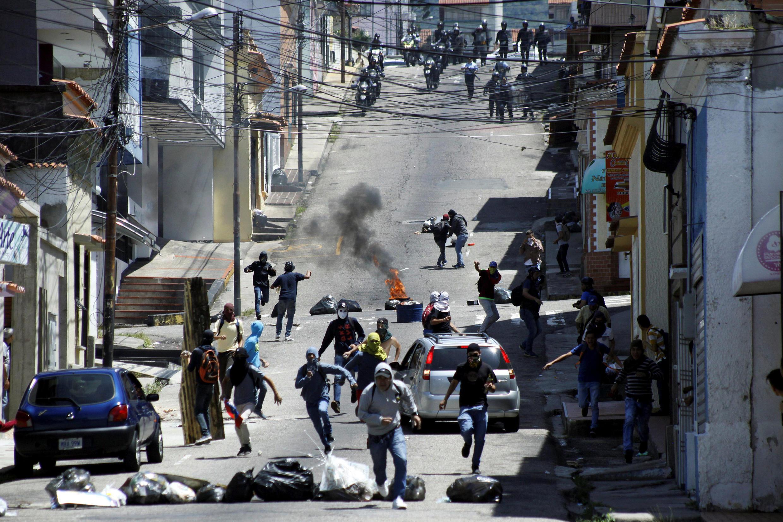 Bạo động trên đường phố Caracas, đòi tổng thống Maduro từ chức. Ảnh ngày 24/10/2016.