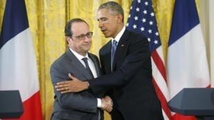 Hai Tổng thống Pháp (François Hollande) và Mỹ (Barack Obama) phát biểu tại cuộc họp báo chung ở Nhà Trắng - REUTERS/Carlos Barria