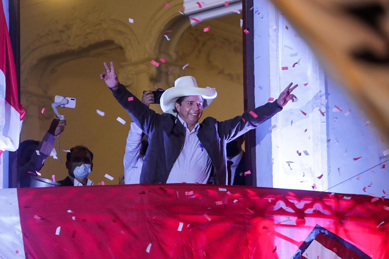Pedro Castillo face à ses électeurs à Lima après la proclamation des premiers résultats de l'élection présidentielle. Le 15 juin 2021.