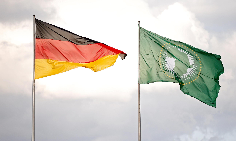 Les drapeaux allemands et de l'Union africaine flottent au-dessus de Berlin, le 12 juin 2017.